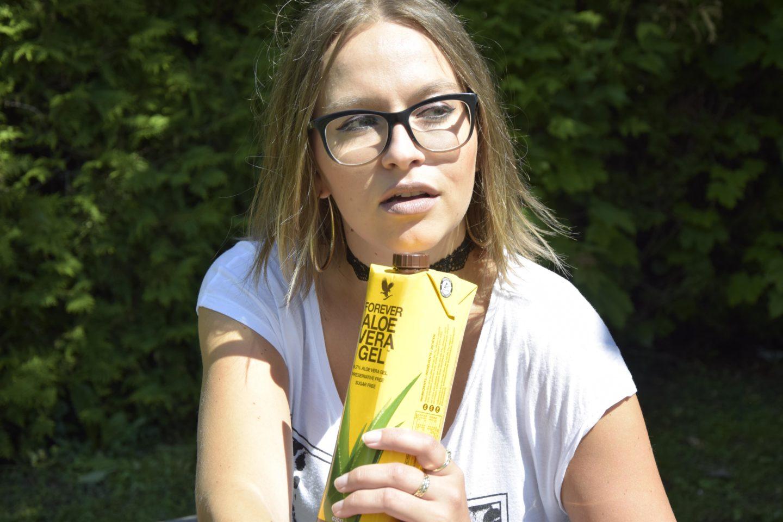 Aloe Vera Saft hilft Bloggerin und Autorin Sara Erb gegen Migräne. Es ist ihr Heilmittel gegen die Attacken.