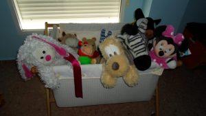 Minicuna llena de peluches - Todos esperando al bebé - ¿Dónde va a dormir el bebé?
