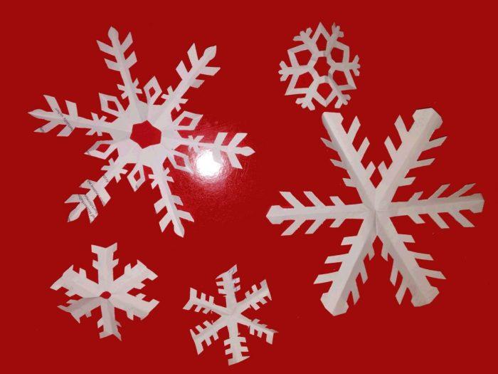 Manualidades de Navidad - Copos de Nieve de Papel recortado