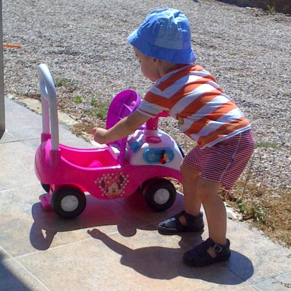 Un Correpasillos cochecito es un buen regalo para niños que ya caminan