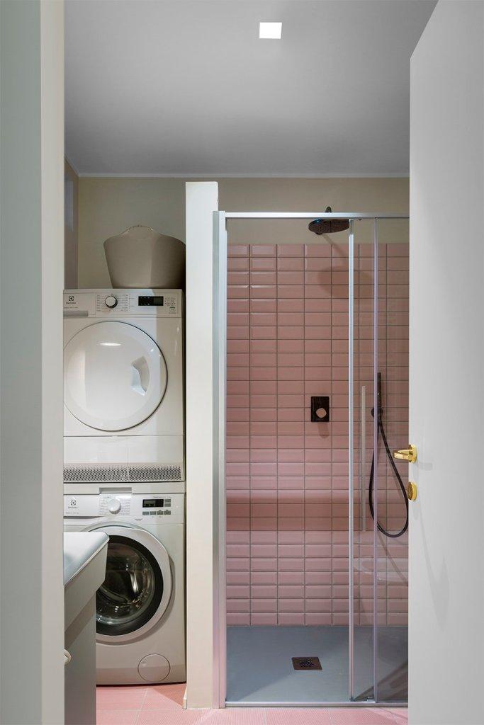 bagno rosa piatto doccia grigio