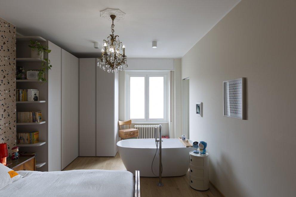 vasca in camera da letto interior design milano