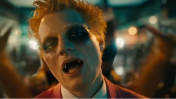 Ed Sheeran è un vampiro nel nuovo video, Bad Habits [VIDEO]