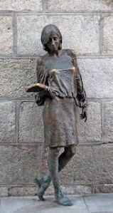 Mi morena Mujer libertad antes que feminismo la estatua de Julia en Madrid