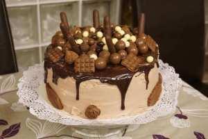 Mi morena tarta de chocolate dripping front