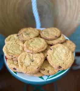 Mi morena cookies auténticas americanas fondo madera