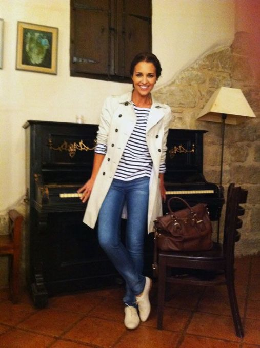 gabardina y camiseta rayas outfits sencillos.La Selectiva- Paula Echevarria