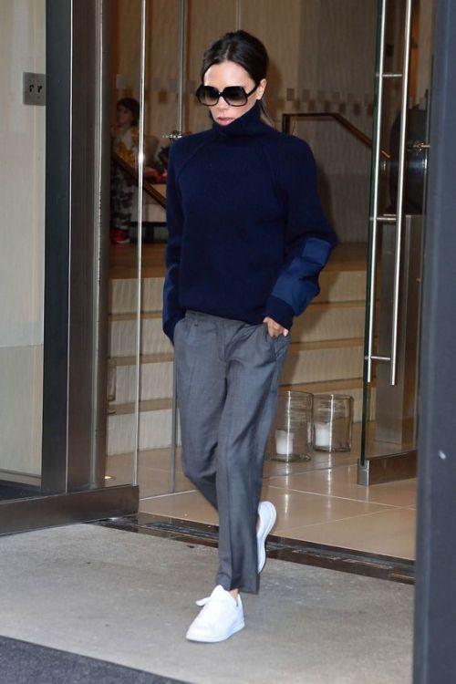 10 pantalon sastre y sneakers Victoria Beckham
