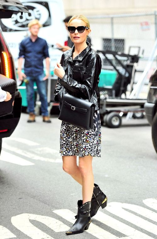 kate-bosworth-shows-us-the-best-way-to-wear-floral-for-spring-ankle boots-laselectiva
