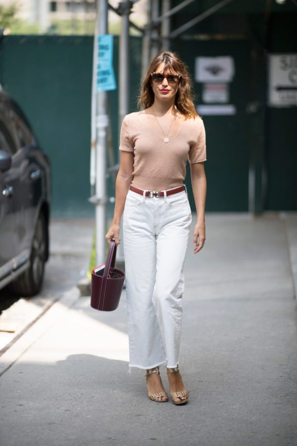 How to wear white jeans, cropped jeans with neutral accessories- La Selectiva