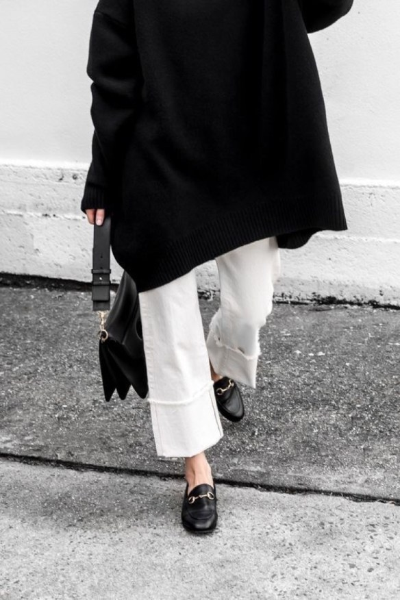 How to wear white jeans, white denim with black accessories - La Selectiva