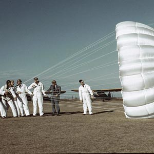 The History of Skydiving and Parachuting