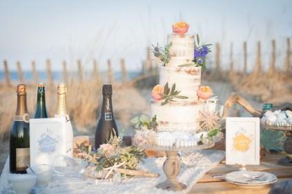 wedding-cake-gateaux-mariage-plage-mer-sable-lasoeurdelamariee-blog-mariage