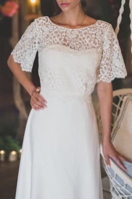 Robe de mariée bustier en cuir blanc et top dentelle Les Mariées Fox - Louise