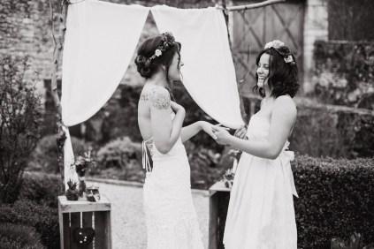 Cérémonie laïque d'un mariage entre deux femmes