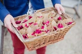 Pétales de rose à lancer à la sortie des mariés