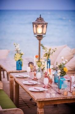 Décoration d'une table de mariage sur la plage
