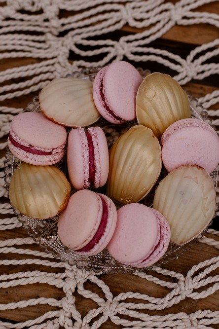 macarons-rose-madeleines-doré