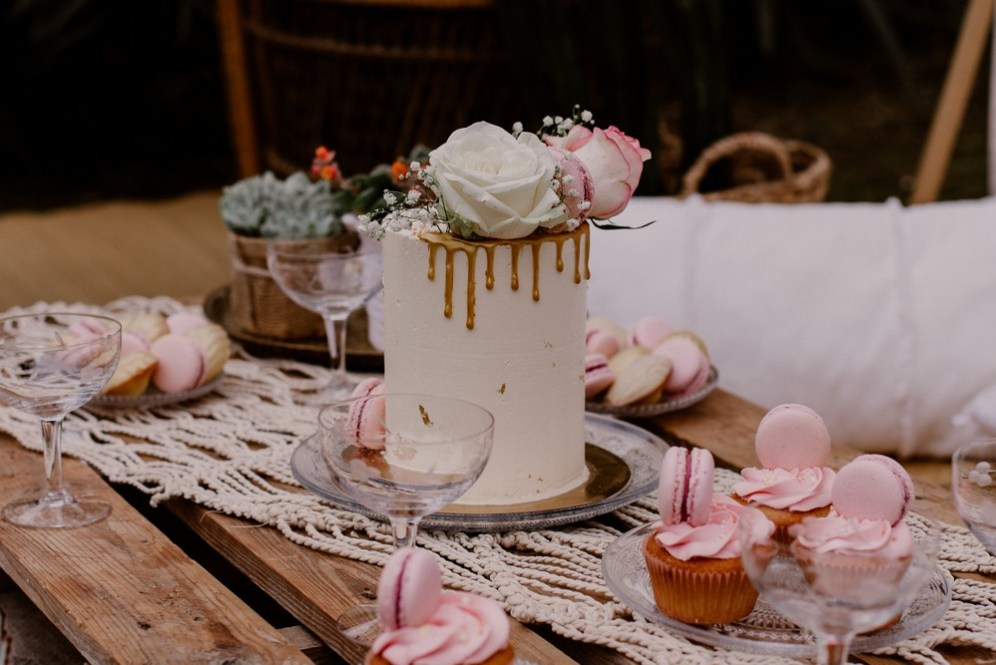 naked-cake-doré-cupcake-macaron