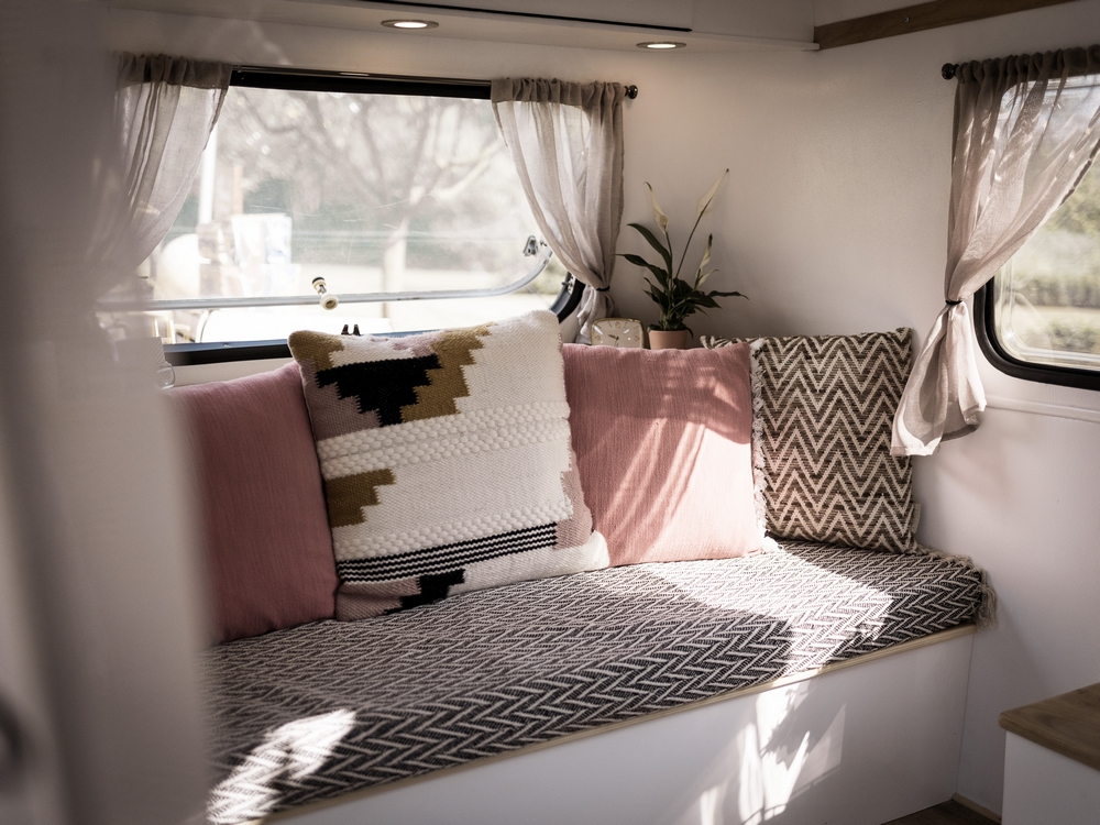 caravane-vintage-photobooth-nicephore-and-co-interieur-cosy