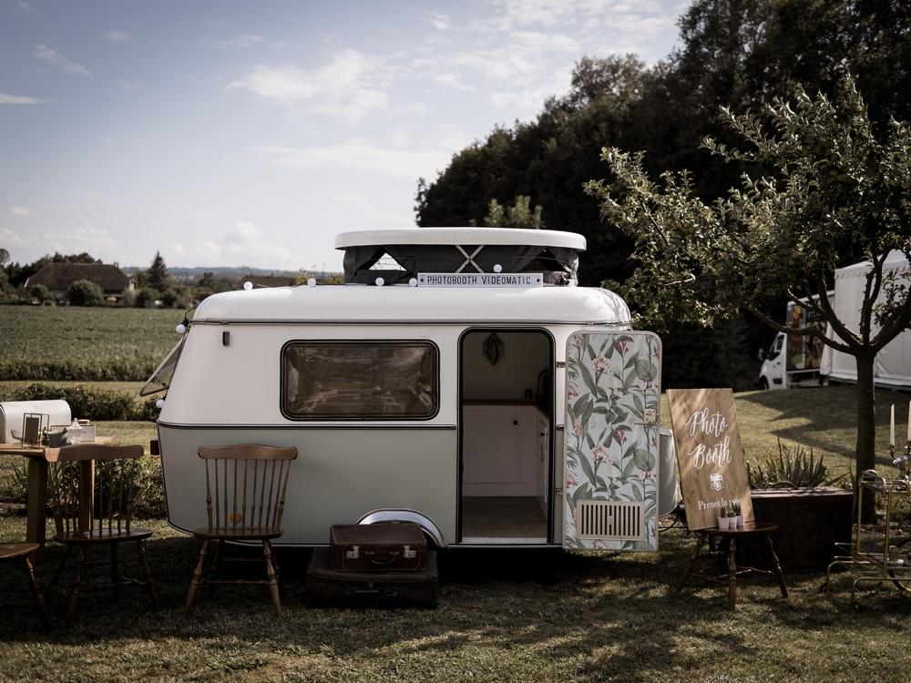 caravane-vintage-photobooth-nicephore-and-co-lasoeurdelamariee-blog-mariage