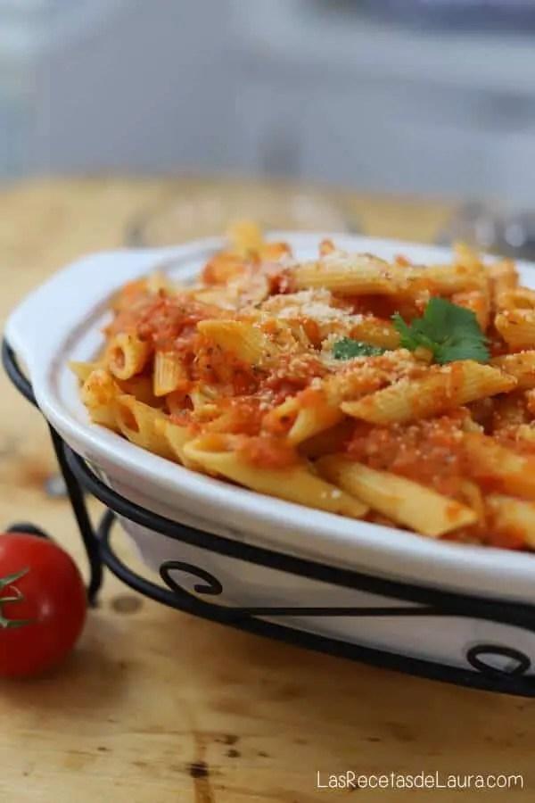 Pasta en salsa de tomate casera