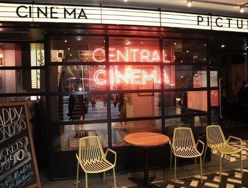 Il messaggio pubblicitario e i trailer al cinema