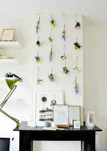 DIY: hanging flowers wall