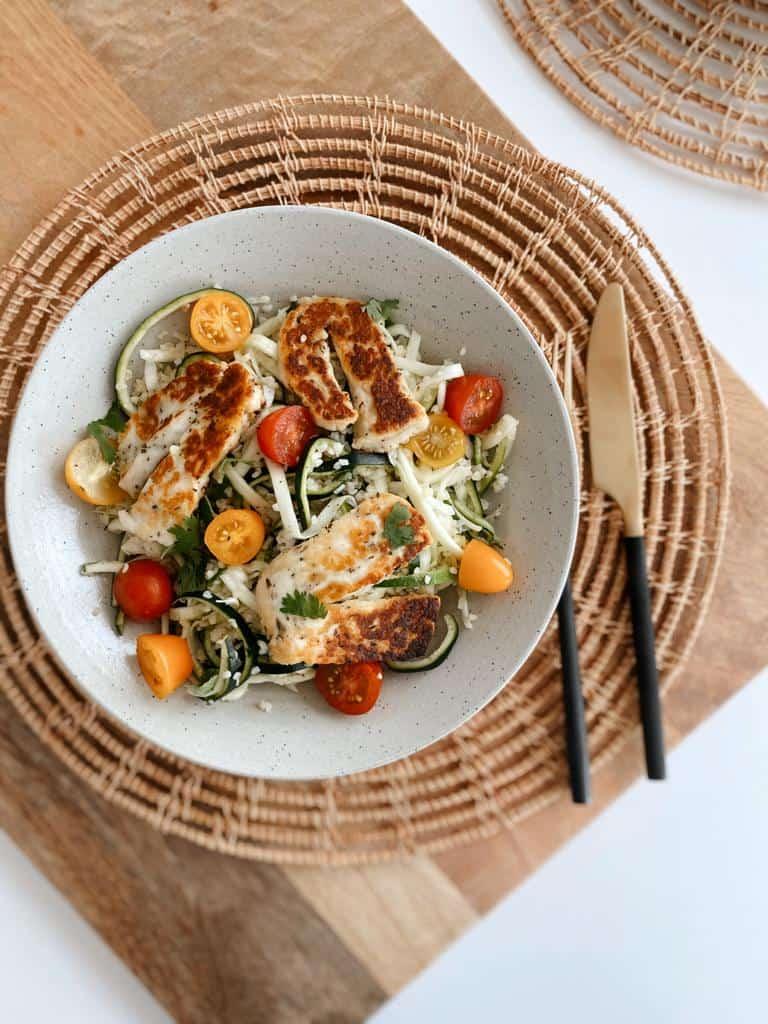 salade met courgette en halloumi