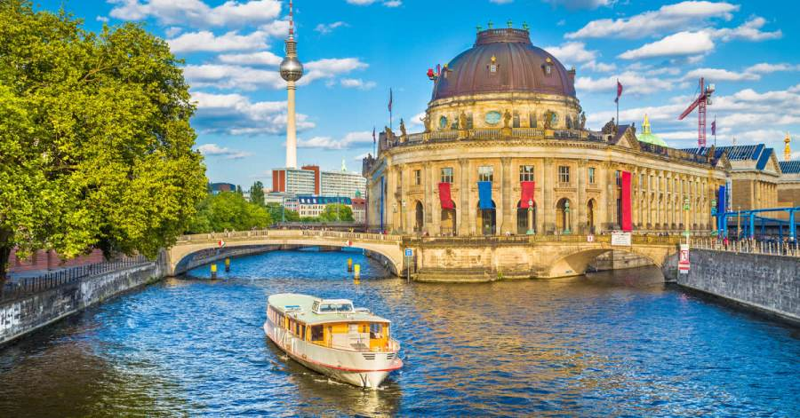 Berlin Hotels from     25   Cheap Hotels   lastminute com Berlin hotels