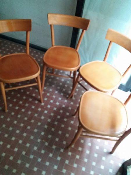Gruppo di 4 sedie, legno di faggio, imbottitura a molle, rivestimento in velluto. 4 Sedie Anni 60 In Legno Lastminuteaffari It