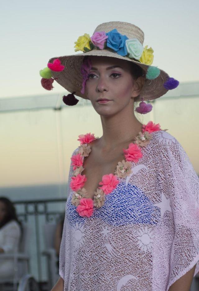 patrimoine tunisien -tunique-chapeau-fleur
