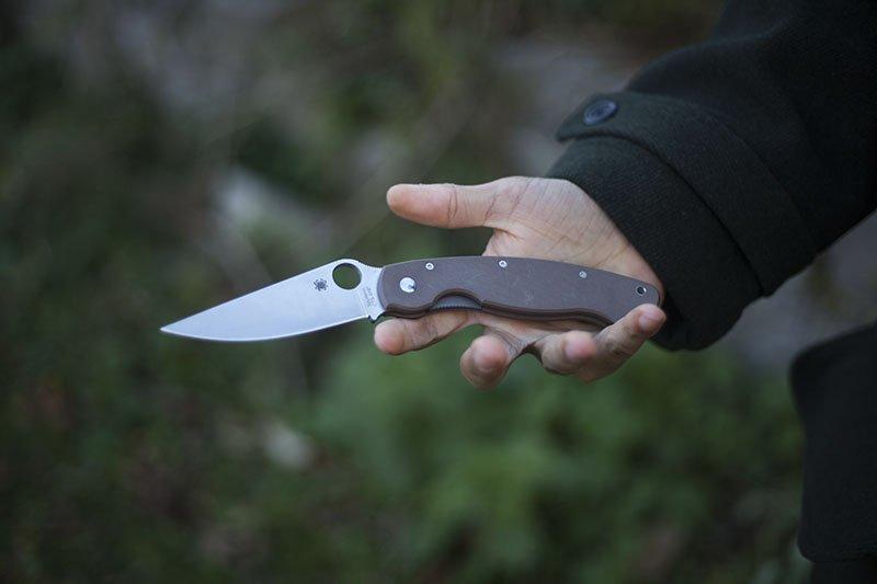 Test couteau de poche Spyderco Military.