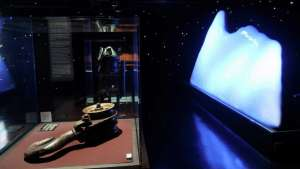 Titanic The Artifact Exhibition Luxor Las Vegas Iceberg Case With Hook And Pulley
