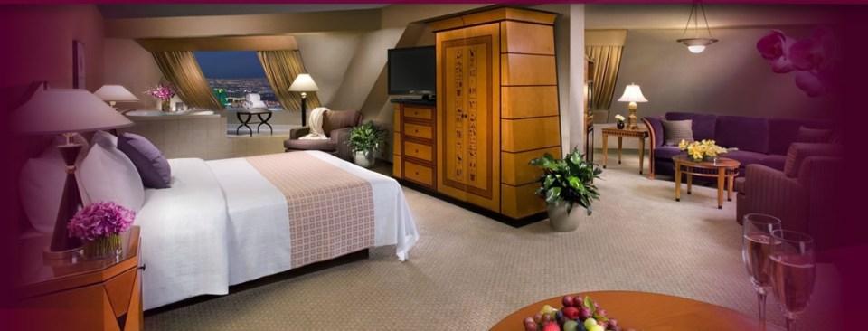 luxor pyramid suite