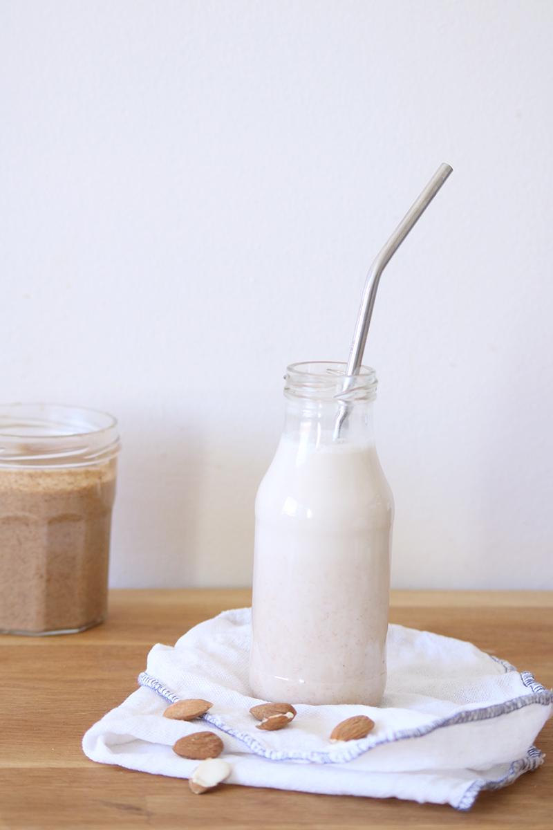 Ma recette expresse de lait d'amande maison.