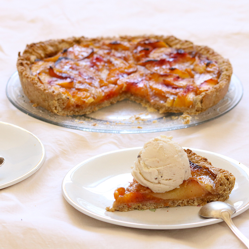 Venez découvrir la recette de la tarte à la pêche sur mon site.
