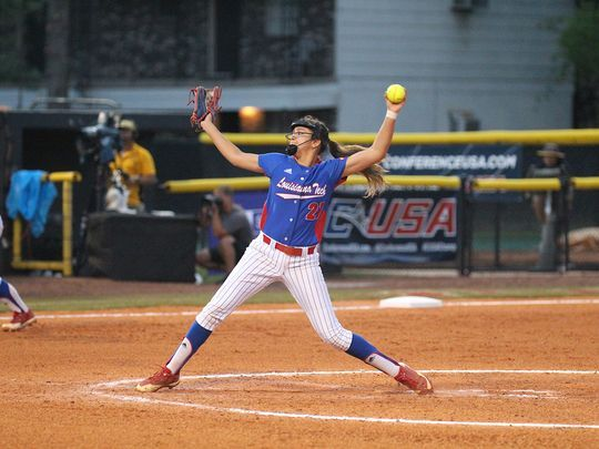 A girl and her glove: Tech's De La Cruz is self-taught success story