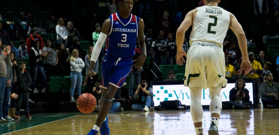 Second half woes doom Dunkin' Dawgs on the road