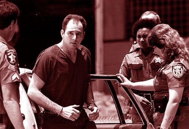 Darry Rolling scortato dalla Polizia