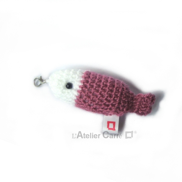 poisson bicolore laine et mousse porte clefs grigri rose ancien
