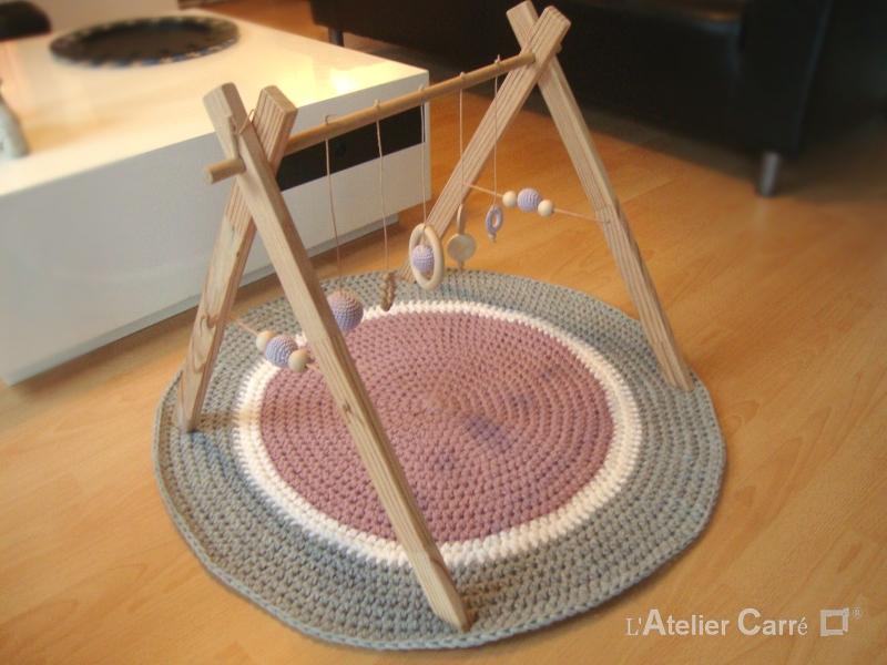portique-d-eveil-bebe-bois-crochet-personnalisable-parme