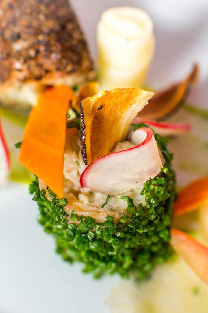 Chips de légumes, crème raifort - L'Atelier du Chef - Traiteur Corse