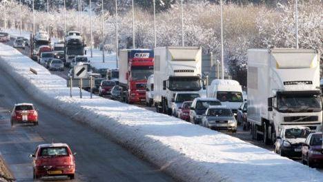 neige sur autoroute