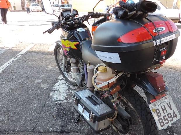 moto-marche-carburant-eau