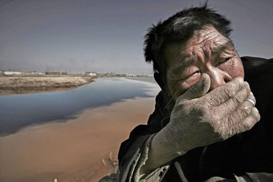 Le fleuve Jaune, en Mongolie. Un vrai dépotoir tellement pollué qu'il est presque impossible de respirer aux abords