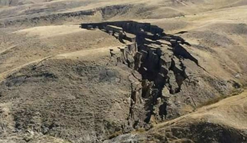 fissures-yellowstone
