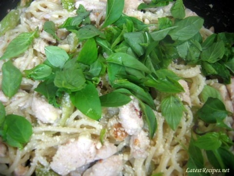 spaghetti_with_chicken_okra_basil