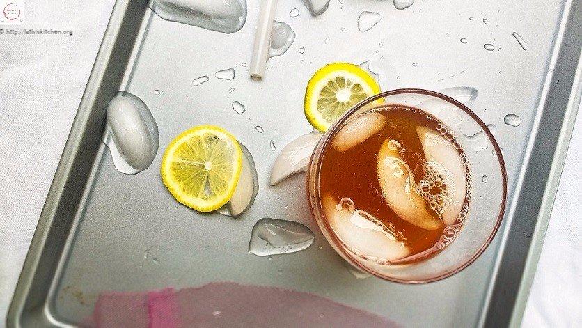 Glass of Iced lemon tea.