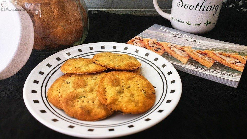 Baked Whole Wheat Methi Puri,Snack,Indian,Tea TIme Snack,Baking,Healthy,Methi Puri
